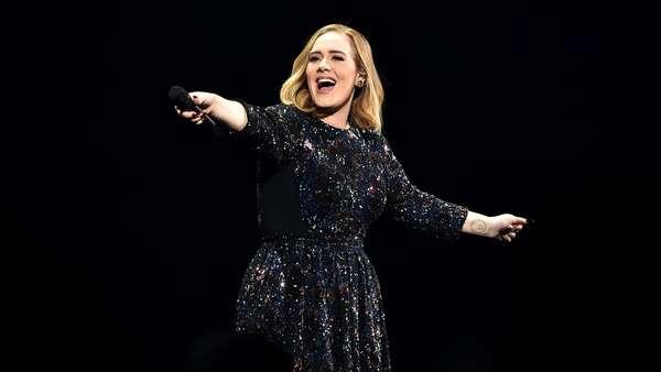 Saat Adele Bertemu Kembarannya