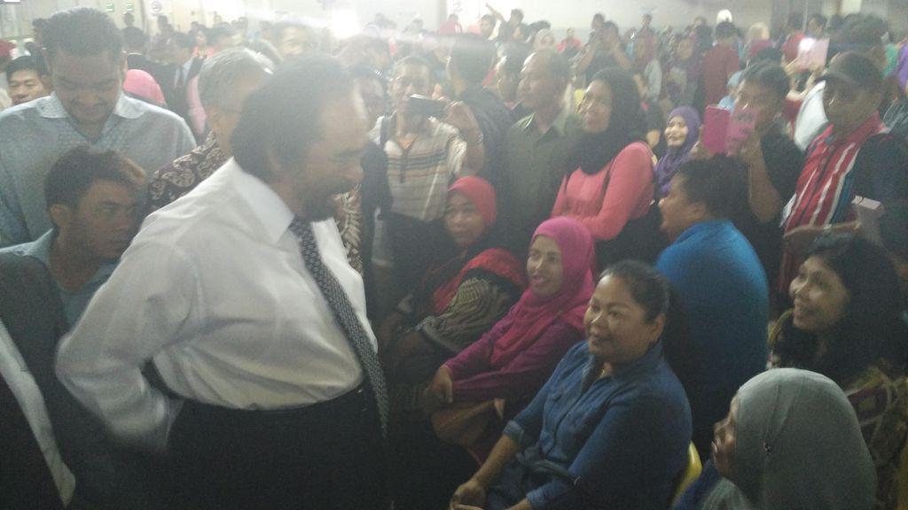 Temui Puluhan TKI Bermasalah, Surya Paloh Akan Lapor ke Jokowi