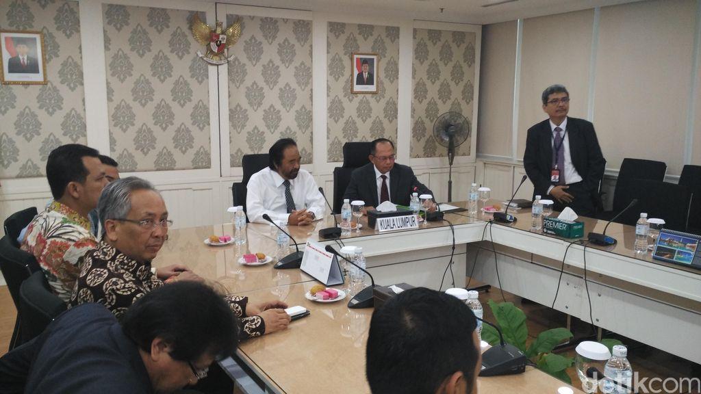 Melalui Surya Paloh, Presiden Jokowi Titip Salam untuk TKI di Malaysia