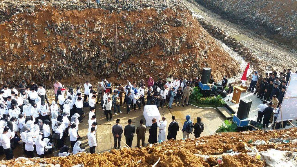 Walkot Makassar Lantik 435 Kepala Sekolah di Tempat Pembuangan Sampah