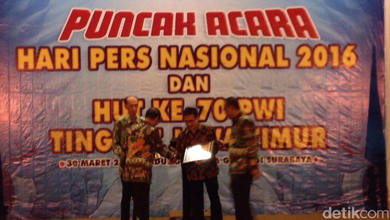 PWI Jatim Beri Penghargaan Pada Tokoh Pers Hingga Kapolri