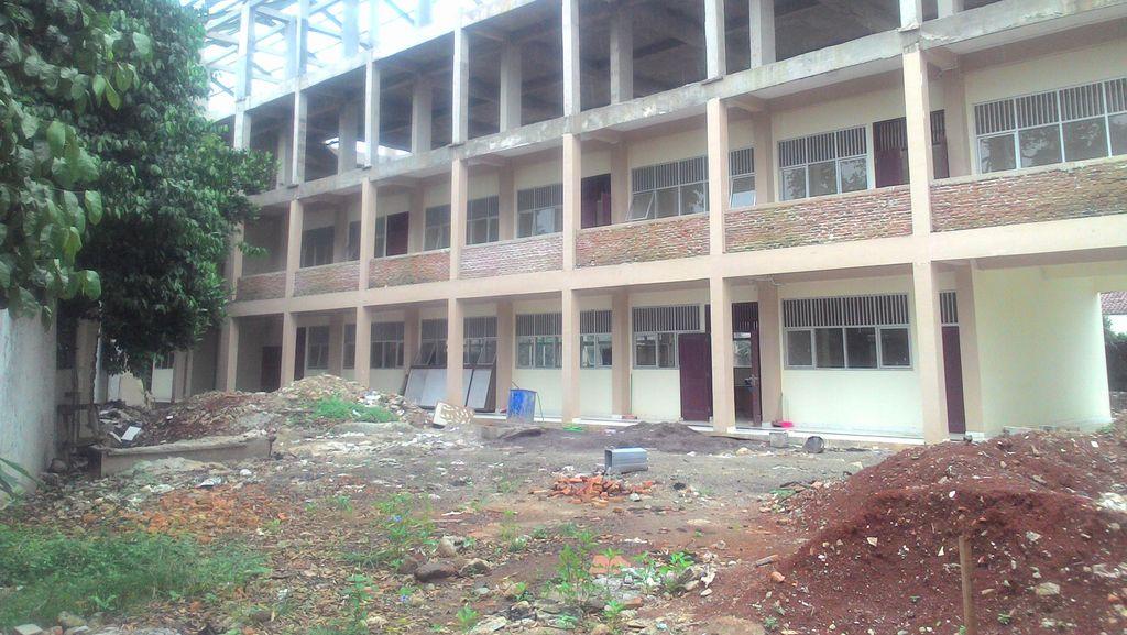 4 Tahun Siswa SMPN 164 Numpang Belajar karena Gedung Tak Kelar Direhab