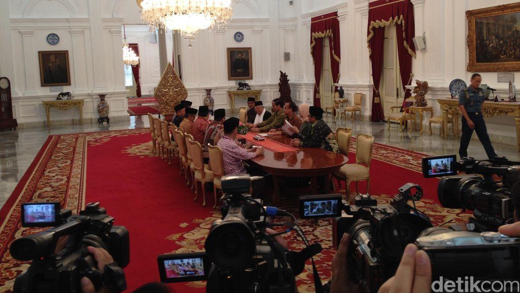 PBNU Beri Kartu Anggota Kehormatan untuk Presiden Jokowi