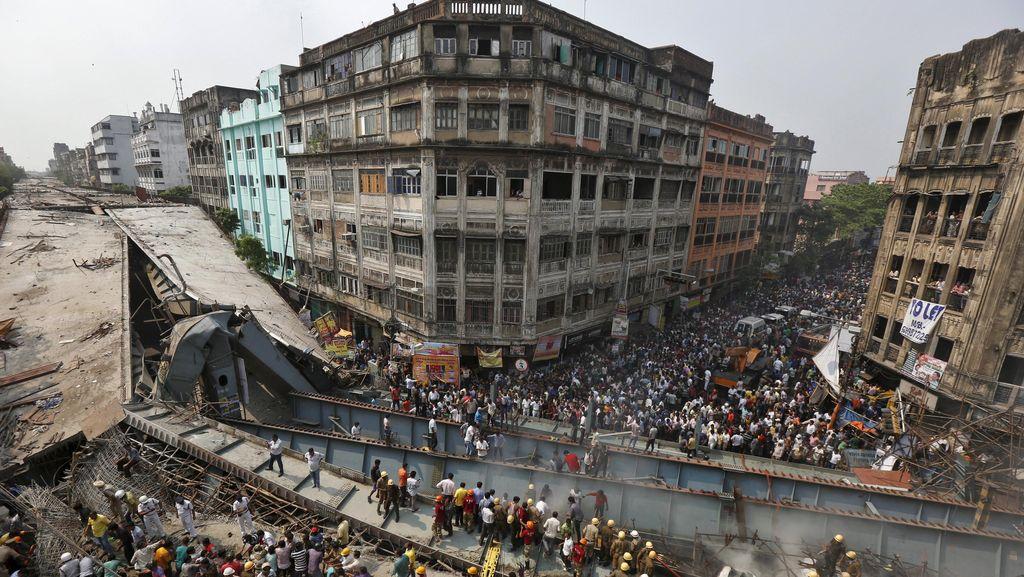 Jalan Layang Ambruk, 9 Pejabat Kontraktor India Ditangkap