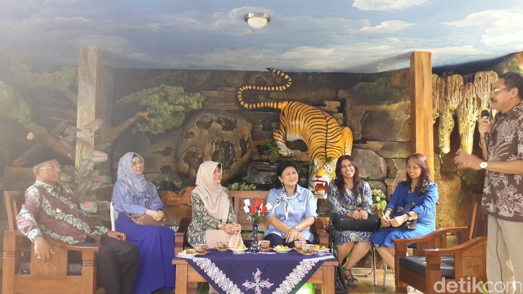 Kunjungi Sentra Batik, Ibu Ani Minta Kader Wanita Demokrat Jadi Diva Fashion