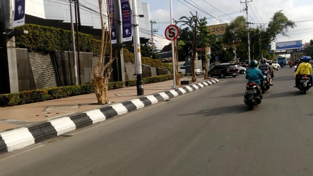 Cling! Separator yang Batasi Jl Pemuda Semarang Disingkirkan