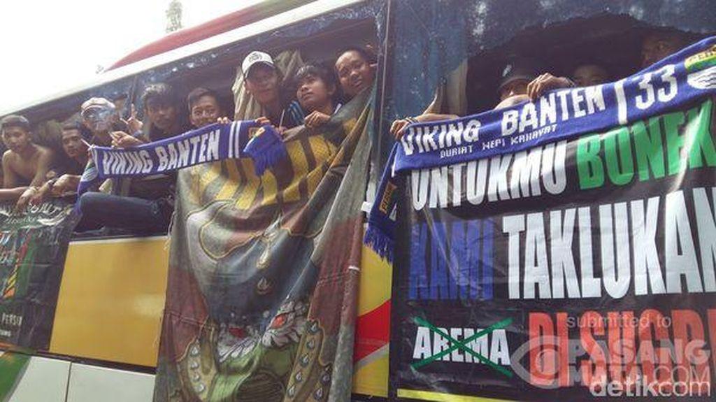 Memasuki Jakarta, Bus Pendukung Persib Dilempari Batu di Tol Merak