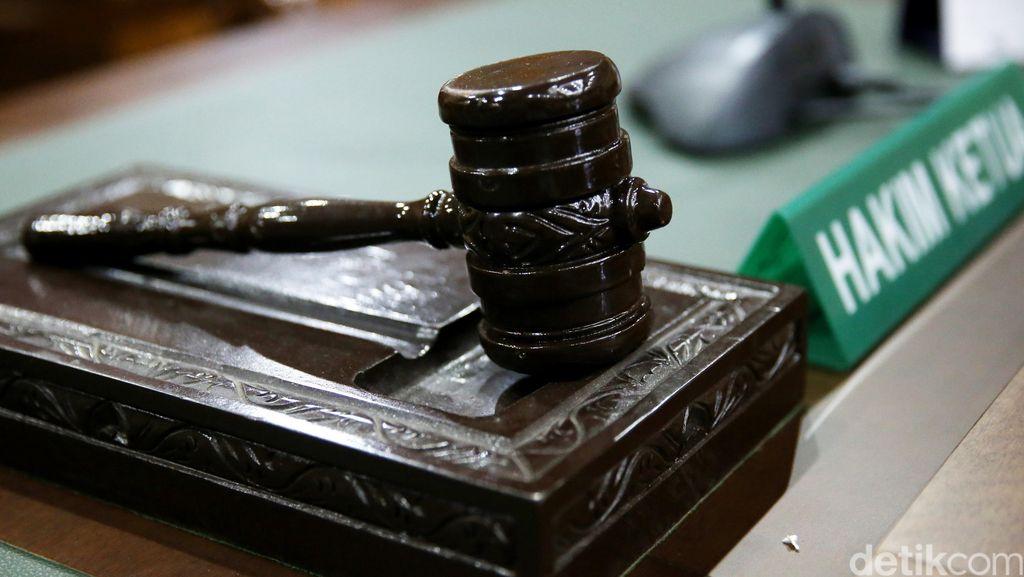 Artidjo Dkk Hukum Mafia Minyak 17 Tahun Bui dan Rampas Hartanya Rp 72 Miliar