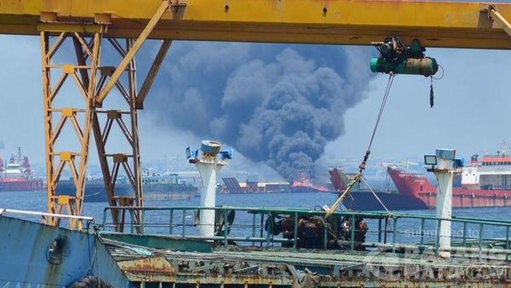 Tug Boat Terbakar di Pelabuhan Tanjung Priok