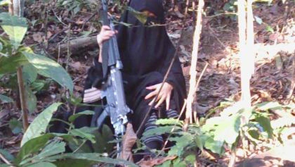 Istri Santoso Ditangkap Tim Batalyon 303 Rider Kostrad