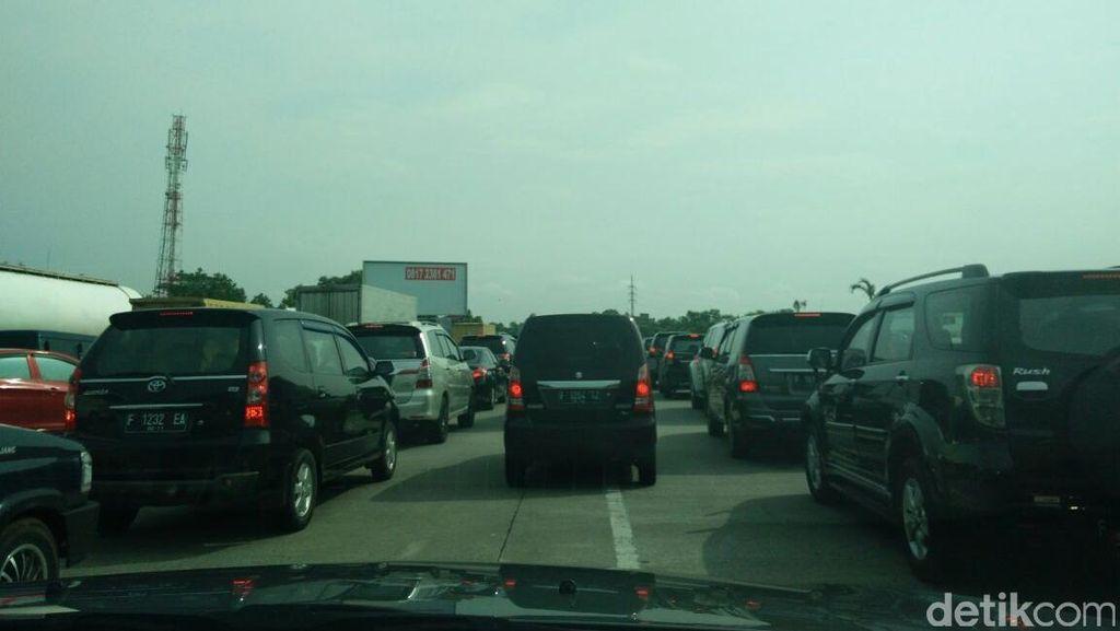 Tol Jagorawi Arah Jakarta Macet 16 Kilometer Jelang Pintu Keluar UKI