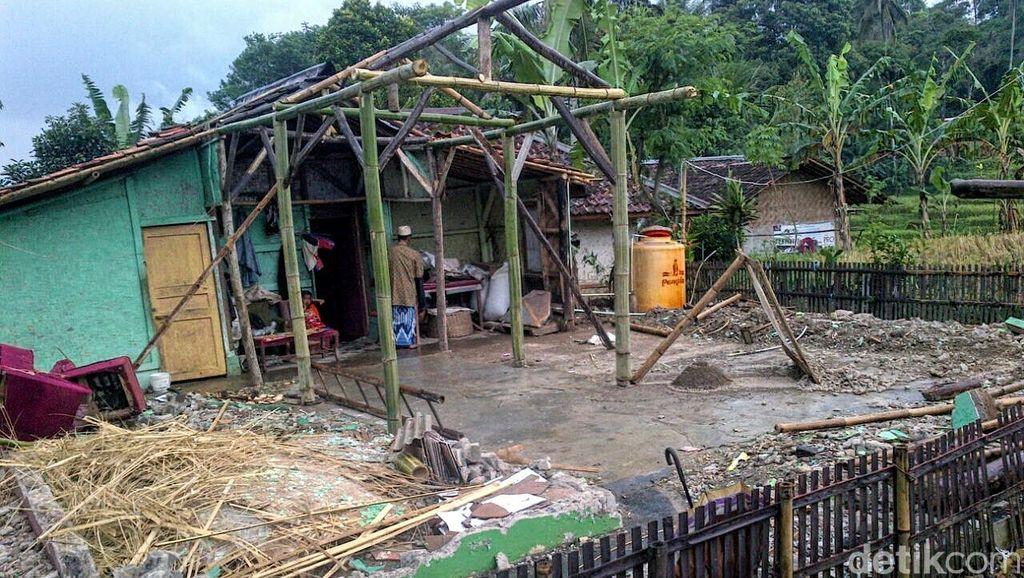 Luapan Sungai Intai Warga Mekarsari, 43 Jiwa Terancam Kehilangan Rumah