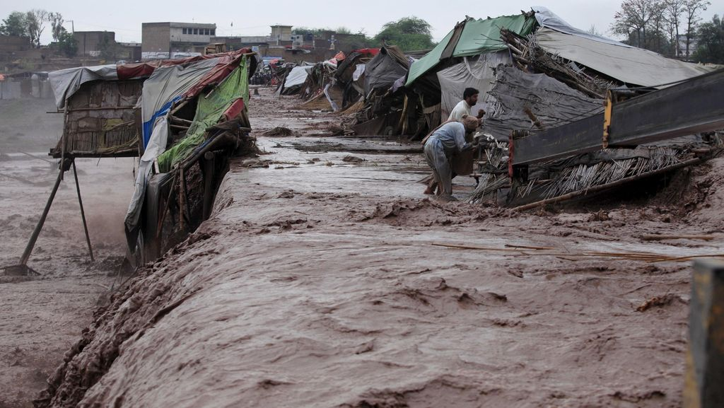 Banjir Bandang di Pakistan Tewaskan 92 Orang, 23 Lainnya Tertimbun Longsor