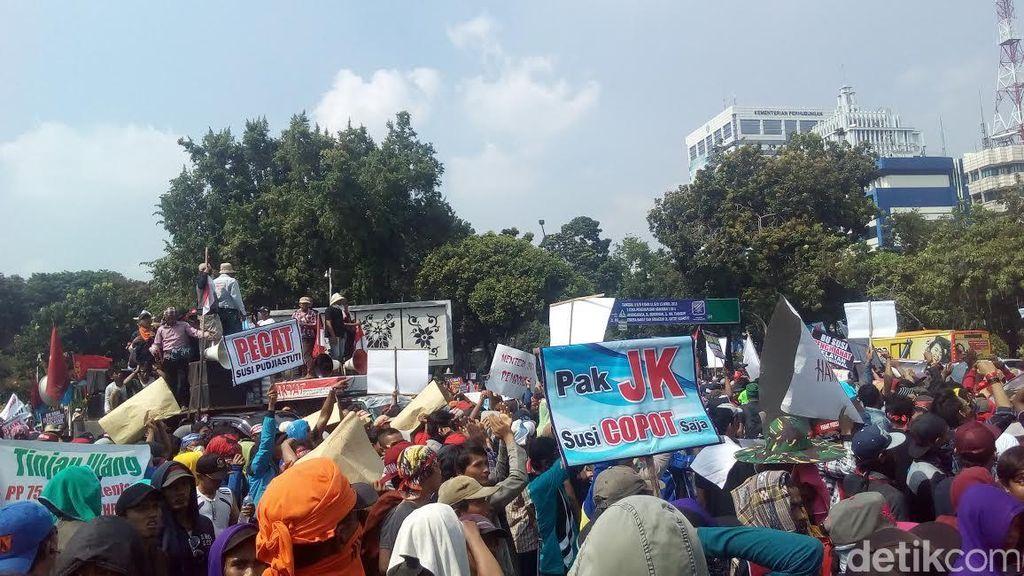 Massa Mengaku Nelayan Sambangi Istana, Menyoal Menteri Susi
