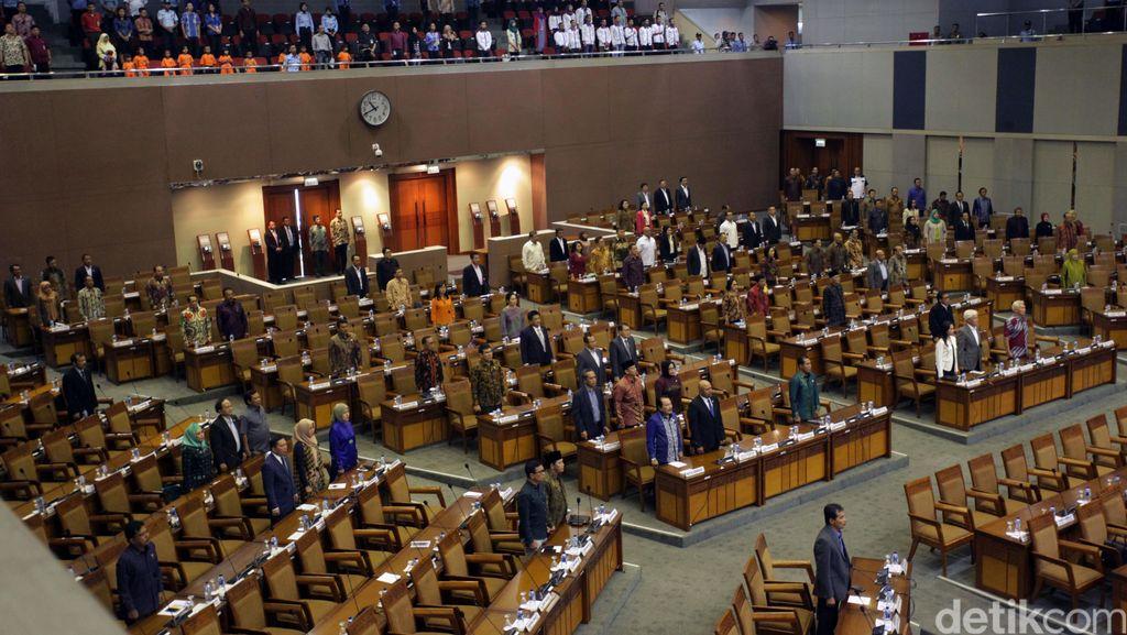 Anggota DPR Ogah Mundur Saat Berlaga di Pilkada, Takut Kalah?