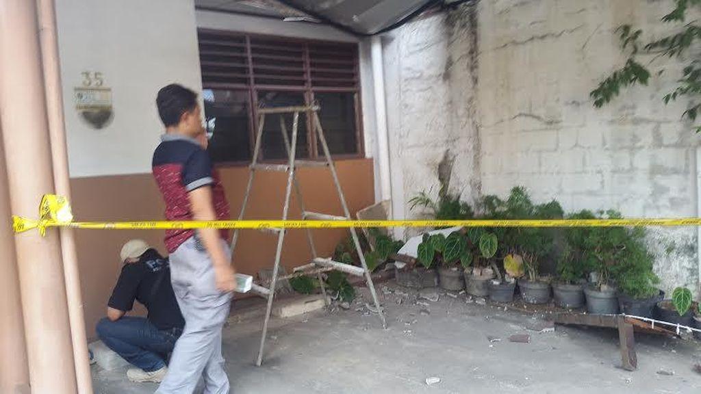 Terpeleset, Teknisi BTS Jatuh di Atap Rumah Warga di Pinang Ranti
