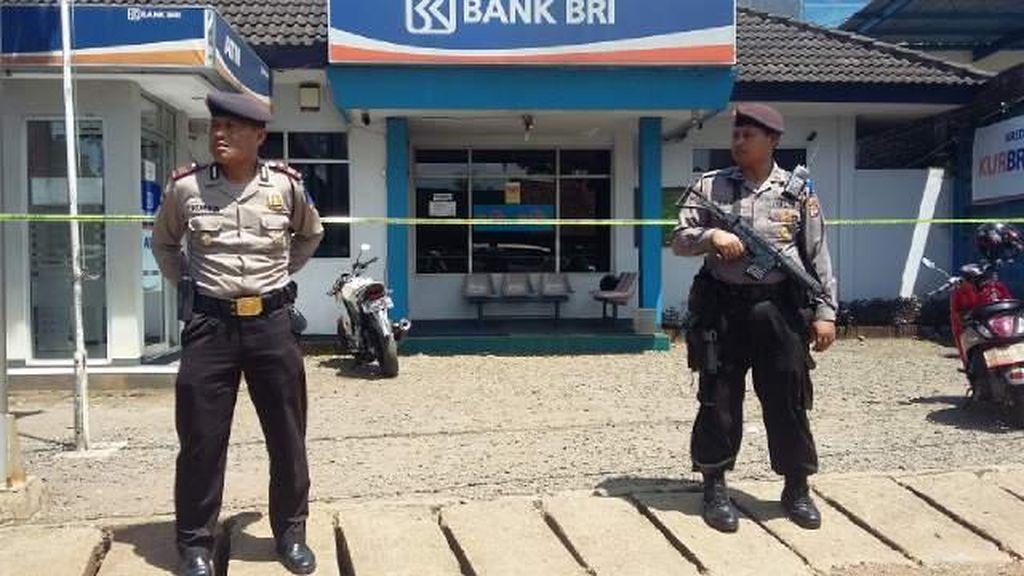 Kantor Bank di Ciamis Dirampok 10-an Pria Bersenjata, Nasabah Sempat Disandera