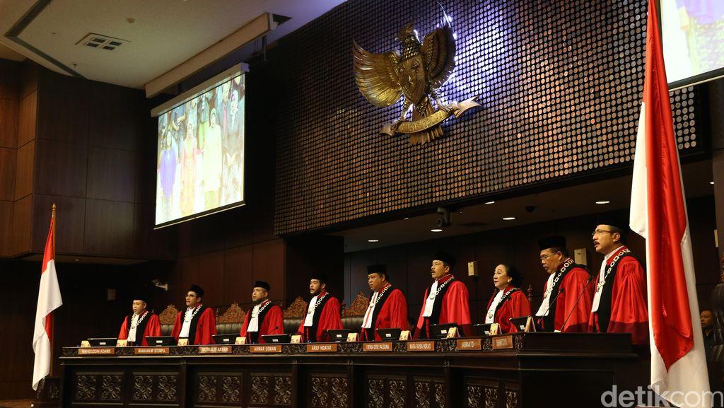 Tolak Gugatan Korban Kejahatan HAM, MK Beri Masukan Revisi UU Pengadilan HAM