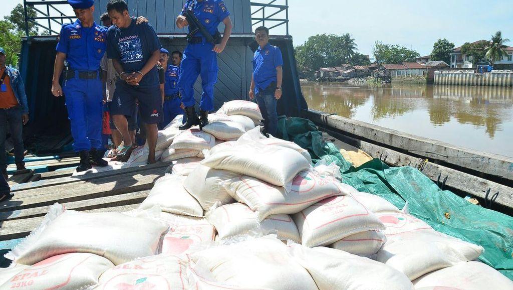 Polda Riau Gagalkan Penyelundupan Puluhan Ton Gula dan Beras asal Malaysia