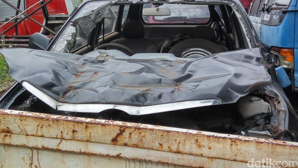 Melacak Mobil Maut Afriyani di Rumah Penyimpanan Barang Sitaan