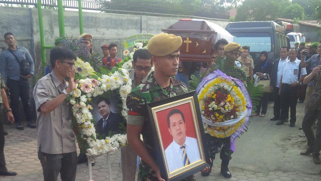 Jenazah Parada Dimakamkan Secara Semi Militer di Medan