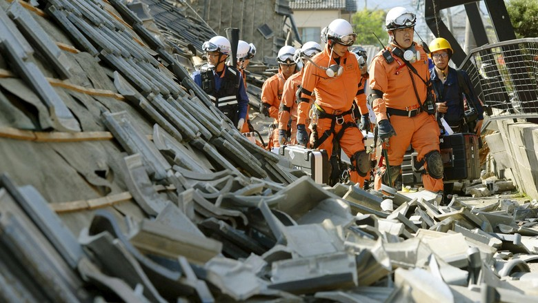 Puluhan Orang Terkubur Hidup-hidup, Penyelamatan Terus Berlangsung