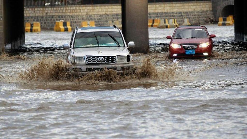 Korban Tewas Akibat Banjir Langka di Arab Saudi Bertambah Jadi 18 Orang