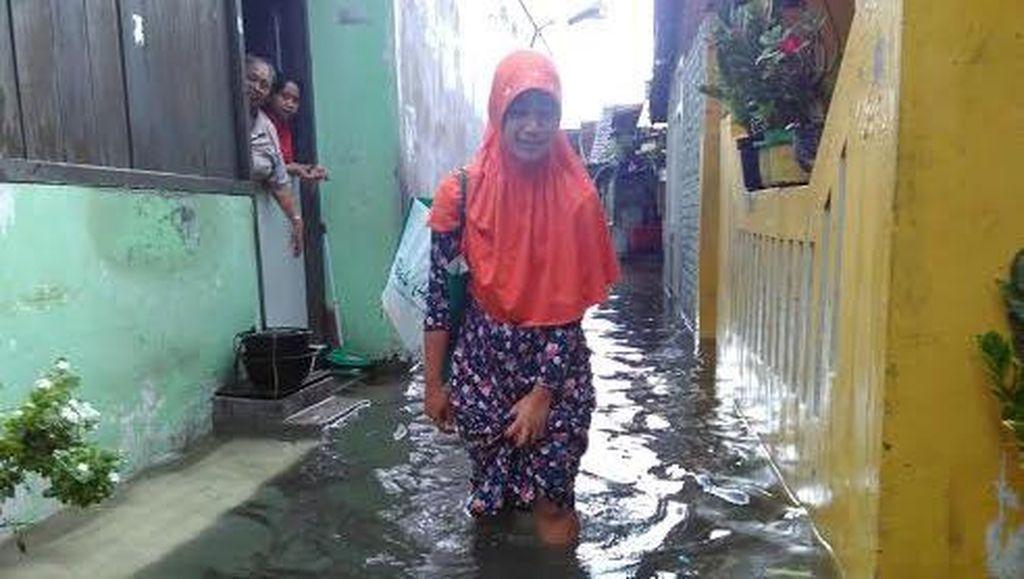 Satlak PB Bantu Atasi Genangan Air di Surabaya