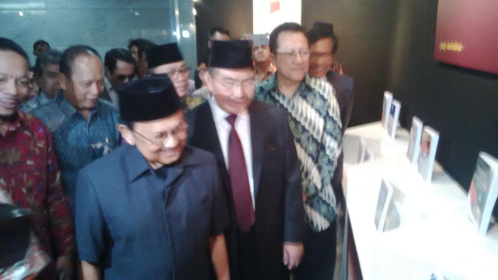Pejabat Negara Sampai BJ Habibie Hadiri Peluncuran Buku Jimly Asshiddiqie
