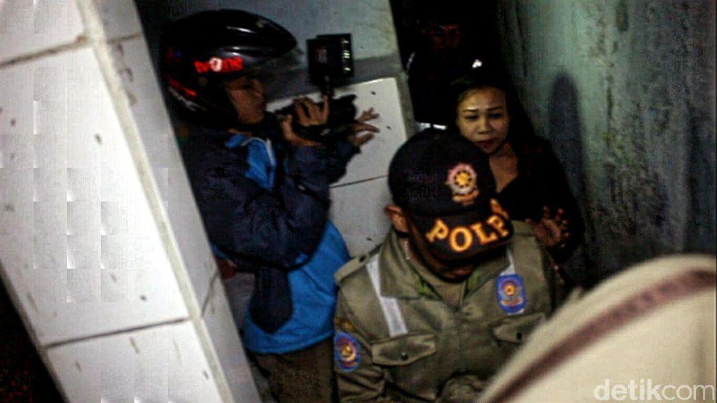 Takut Razia Gabungan, PSK ini Ngumpet di Toilet Masjid