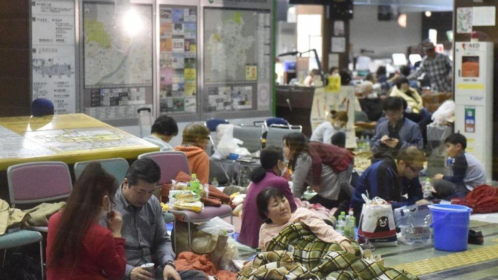 Kesulitan Air, Pengungsi Gempa Kumamoto Minta Pertolongan