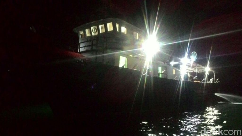 TNI AL Tangkap Kapal Pancing Tak Berizin yang Bawa 13 WNA di Perairan Kepri