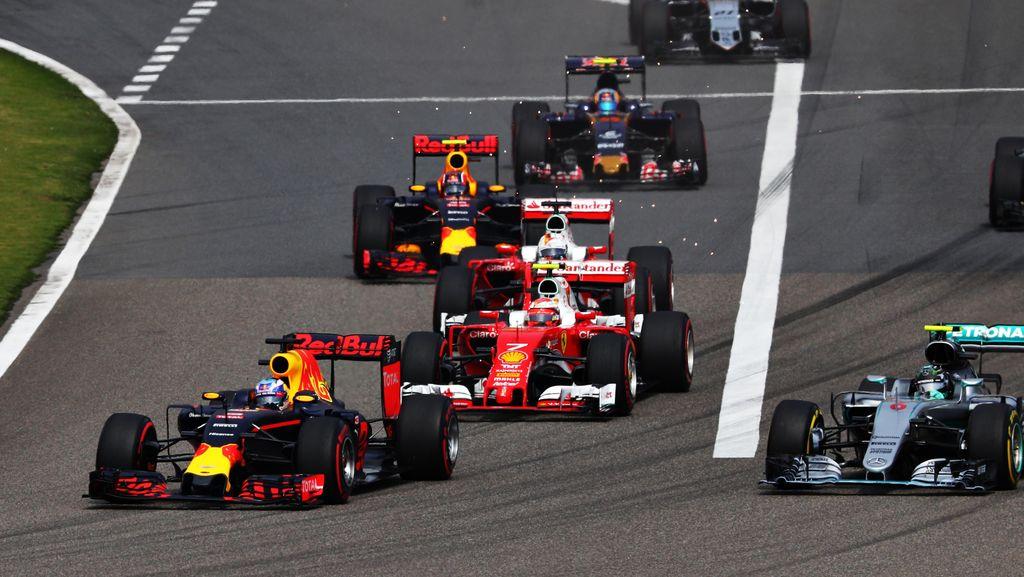 Vettel Kesal dengan Kvyat, Ferrari Netral Saja
