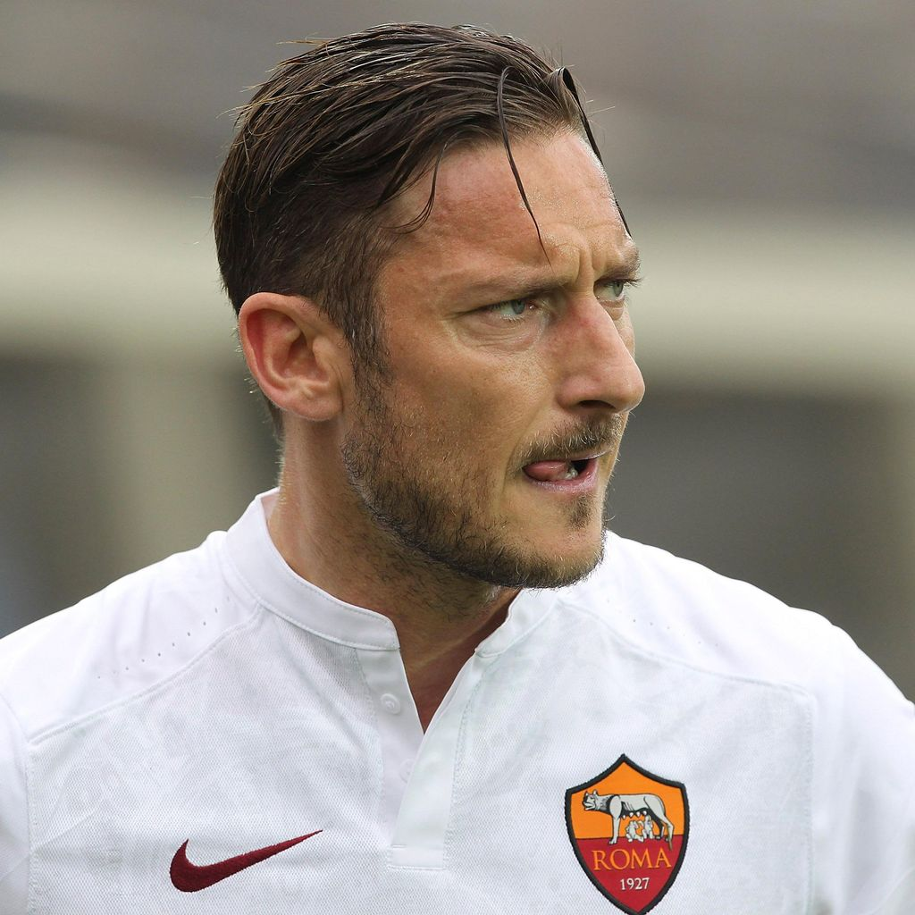 Totti Sang Peter Pan: <I>Happy Forty!</I>
