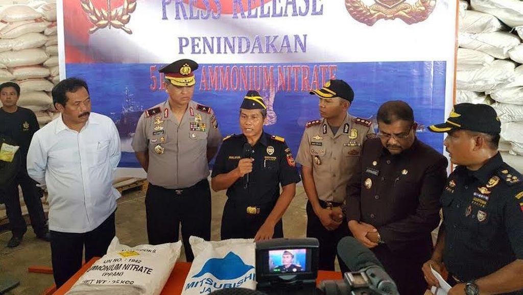 Bea Cukai Tangkap Kapal yang Angkut 51 Ton Bahan Peledak dari Malaysia