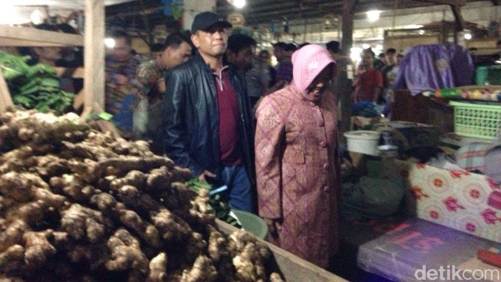 Risma Ingin Pasar Keputran Cepat Diperbaiki Agar Tak Jadi Tempat Tinggal