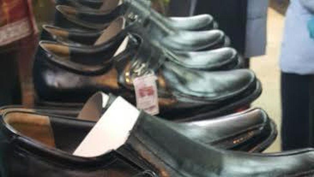 Siapa Mau Beli? Ini Sepatu dan Kain Tenun Karya para Napi