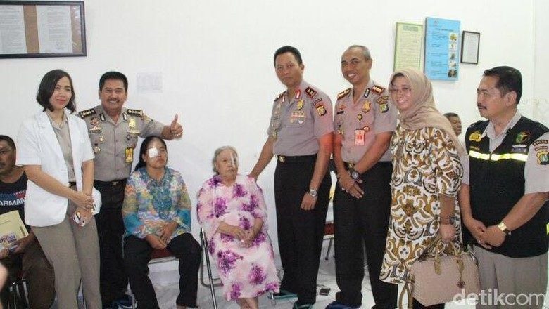 Polda Metro Gelar Operasi Katarak Gratis untuk 68 Pasien di Jaktim