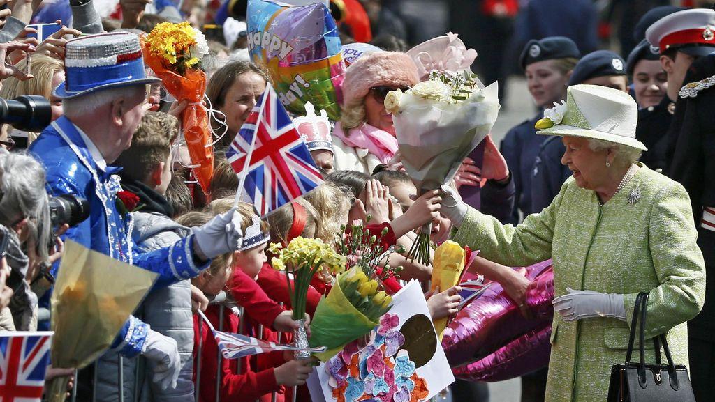 Warga Inggris Berkumpul Rayakan Ulang Tahun ke-90 Ratu Elizabeth II