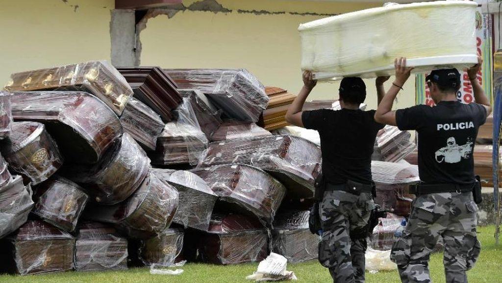 Dipenuhi Tumpukan Peti Mati, Stadion Ekuador Kini Jadi Kamar Mayat