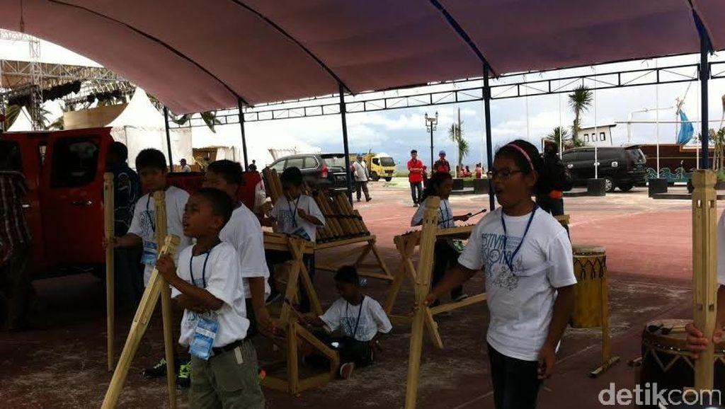 Melihat Semangat Kontingen Papua Barat dan Gorontalo di Festival Budaya Anak