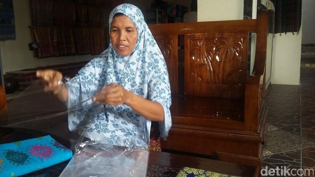 Kartini Masa Kini, Kisah Amini Pejuang Tenun Bagi Kaum Wanita di Praya