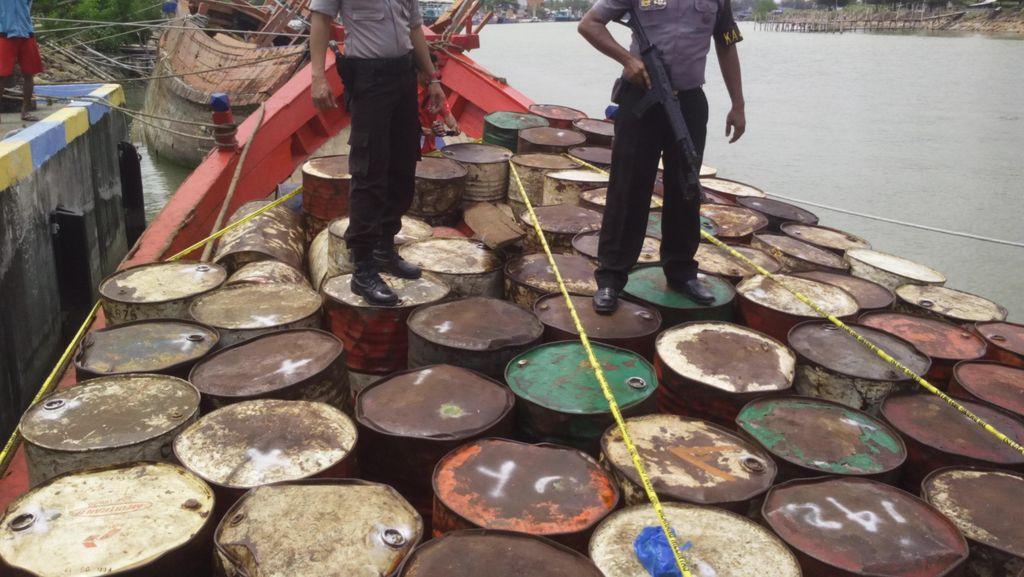 Polisi Tangkap Kapal Pengangkut 28 Ton Solar di Aceh, 4 Orang Diamankan