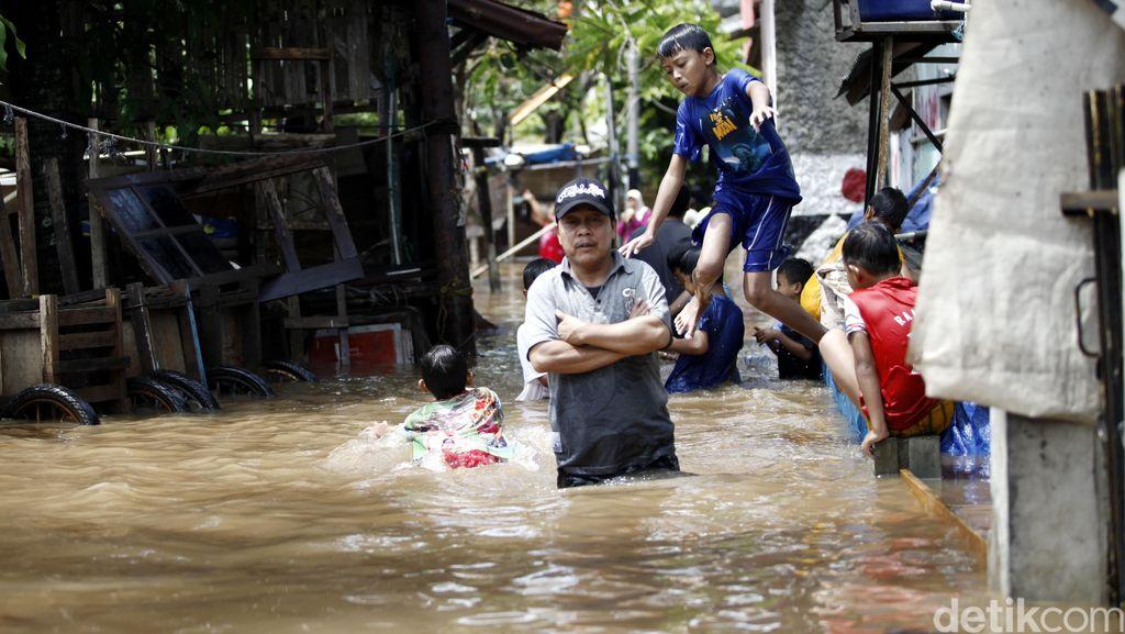Banjir Merendam Kampung Kalibata Pulo