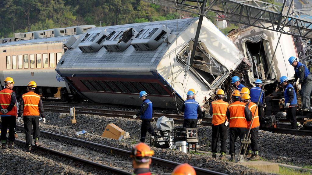 Kereta Malam Anjlok di Korsel, 1 Teknisi Tewas dan 8 Orang Luka-luka