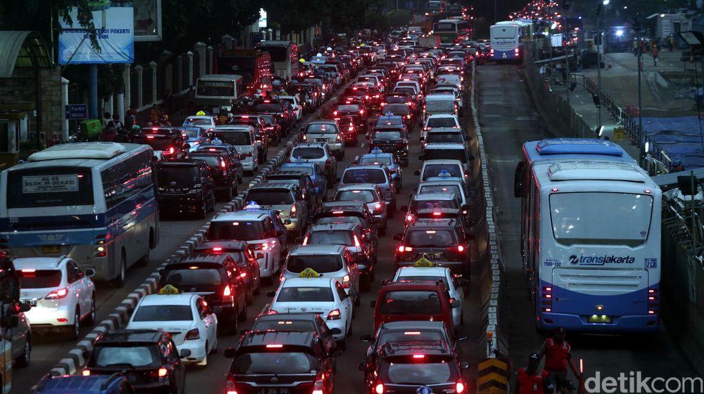 3 in 1 Dihapus: Jalan Semakin Macet dan Pindah Naik Angkutan Umum