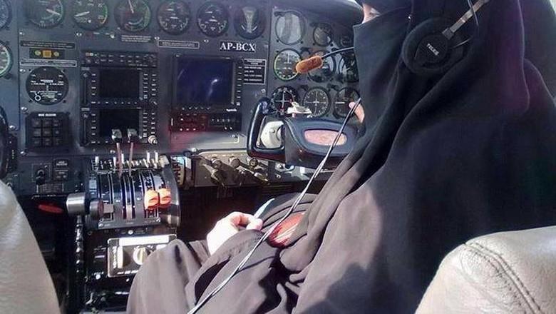 Shahnaz Laghari, Pilot Perempuan Pertama yang Bercadar