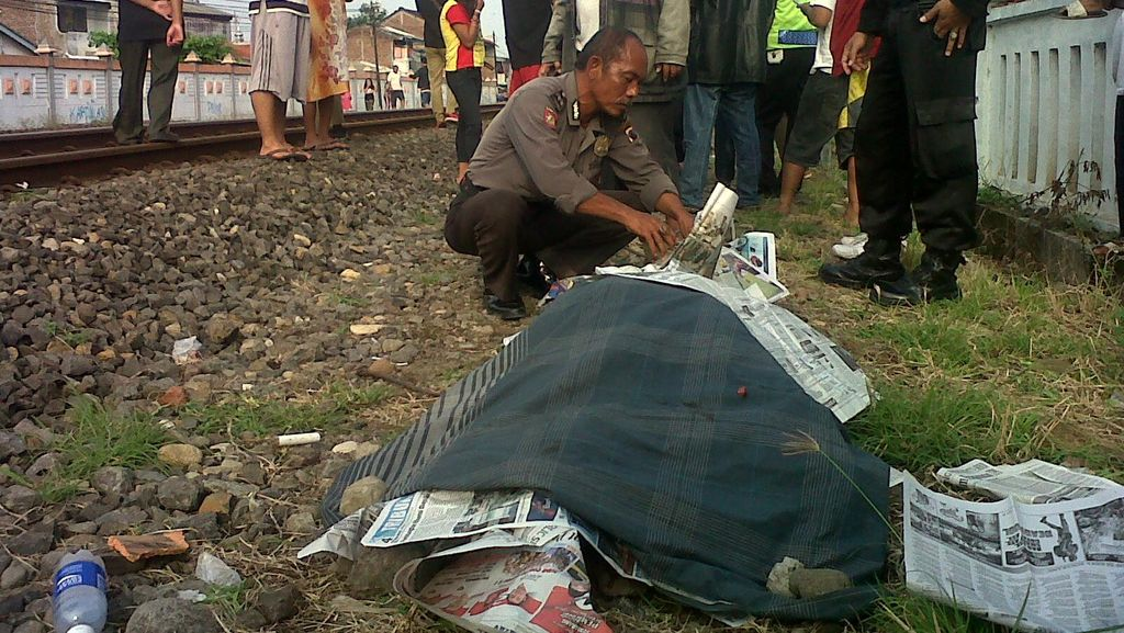 Tiduran di Rel, Pria Tanpa Identitas Tertabrak KA di Semarang