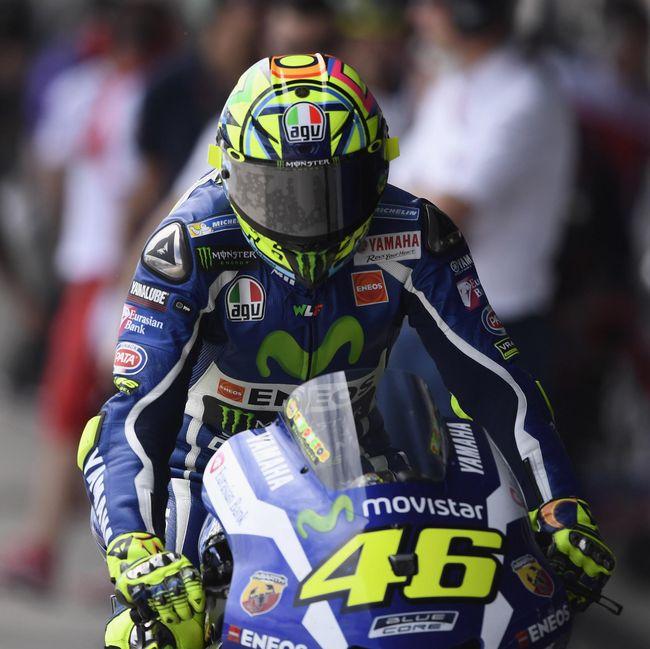 Rossi Rebut Pole Usai Kalahkan Lorenzo