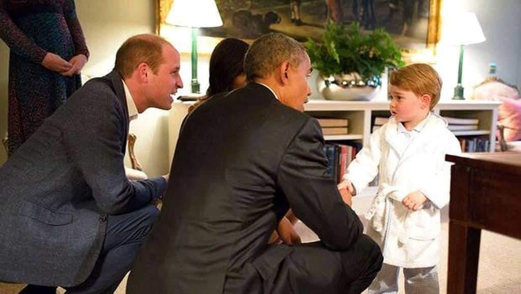 Obama Mengolok-olok Dirinya yang Kini Beruban dan Menghitung Hari Kematian